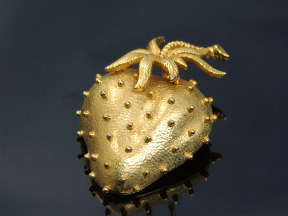 Vintage Gold Tone Strawberry Brooch Pin Signed D,