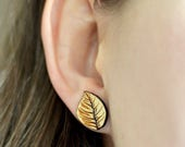 Wood tree leaf studs. Wit...