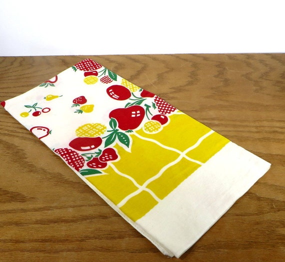 Retro Kitchen Linens: Vintage Fruit Tablecloth 1960's Kitchen Linens Red And