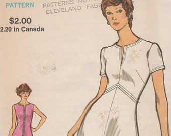 Bust 32 1/2-FACTORY FOLDED 1970's Misses' Dress Vogue 8296 Size 10