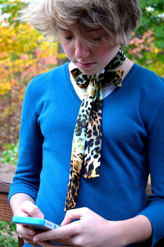Womens cravate léopard imprimé cravate foulard imprimé Animal   Etsy 2ef7bb54fce