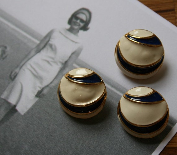"Stunning painted metal vintage buttons size 7/8"" (22mm) in cream and navy, dating back to the 1950s with shank"