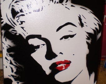 Monroe (glitter lips)