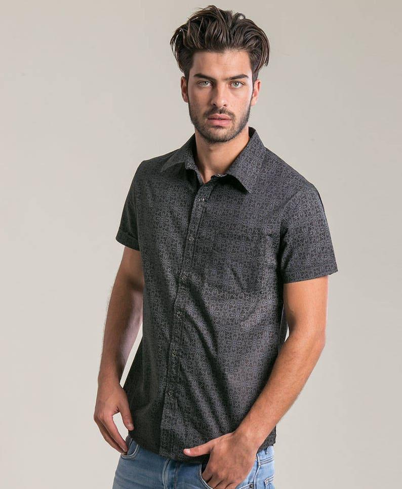 0c186bf51ed76 Short Sleeved Buttoned Shirt For Men Arabesque Print Button