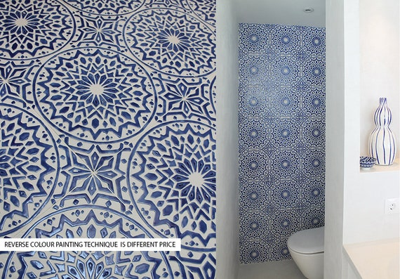 Décor de salle de bains avec un design marocain, carreaux de ...