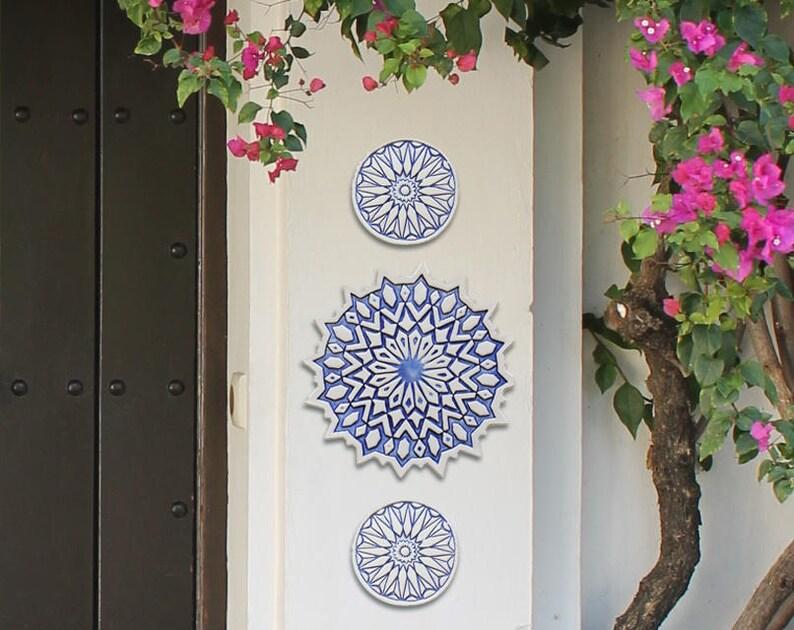 Arte della parete esterna blu e bianco design marocchino etsy