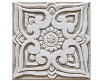 Outdoor-Wand-Kunst, Keramik mit ethnischen Design, spanische Fliesen, keramische Fliesen, Beige Fliesen und weiße Fliesen, Mandala #1, 15 cm, Beige und weiß