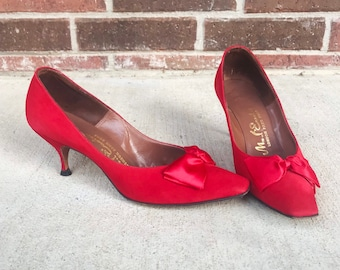 vintage 50s Satin BOWS Lipstick Red KITTEN HEELS pinup 7 square toe heels sexy pumps mad men 50s heels bombshell midcentury Mrs Maisel mcm