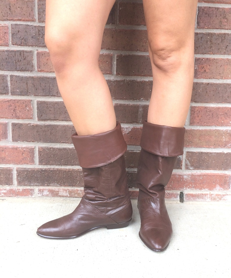ef776a0df83ea vtg 80s BROWN Tall RIDING Cuff BOOTS 8.5 flat pirate slouchy boho preppy  leather shoes knee high
