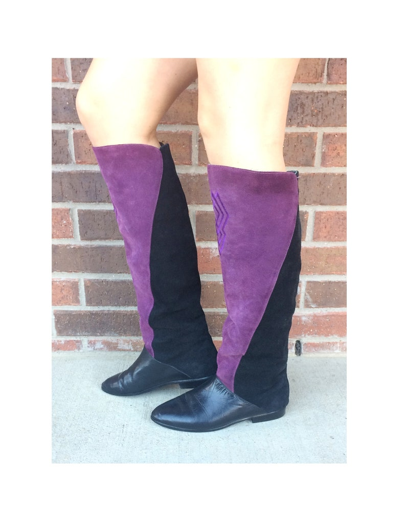 a564290993634 vtg 80s purple, black TWO TONE suede leather Tall BOOTS flat 8/8.5 knee  high tall shoes unique avant garde embroidered boho