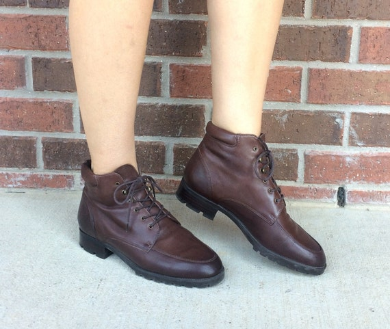 vintage 80s LACE UP brown leather Ankle BOOTS 7.5
