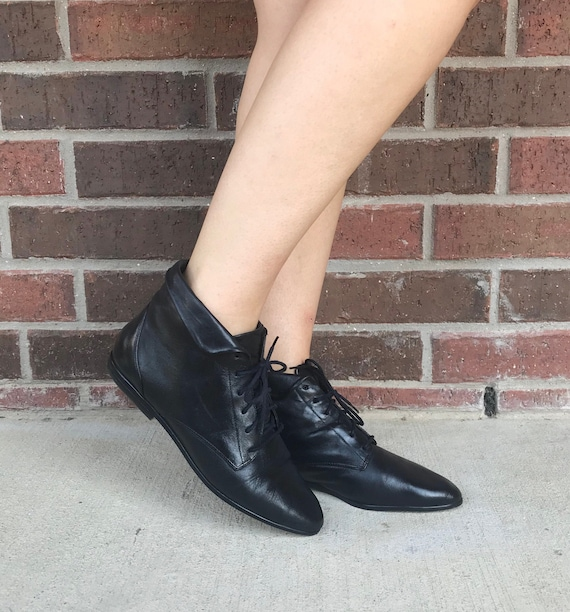 vintage 80s BLACK Lace Up ANKLE BOOTS 7 pointy ank