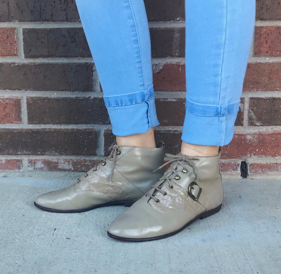 vintage 80s TAUPE lace up ANKLE BOOTS 7.5 beige bu
