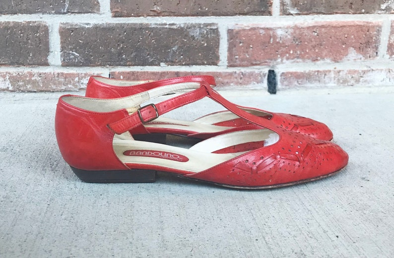 vintage 80s T-Strap CHERRY RED Polka Dot OXFORDS 7 cut out woven Italian leather 80s heels brogues boho vintage shoes pointy flats maryjanes
