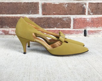 vintage 50s CHARTREUSE Cut Out KITTEN HEELS 7 sexy vintage 50s pumps Naturalizer mad men midcentury heels bows Mrs Maisel retro dolly puce