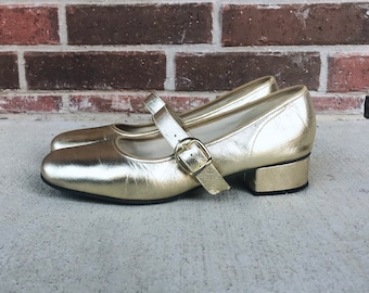 vintage 60s GOLD METALLIC space age MARYJANES 9.5 leather pumps mod vintage 60s heels cocktail party mad men Twiggy groovy retro 60s shoes