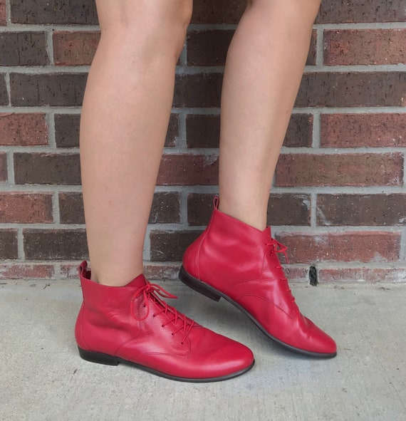 vintage 80s RED Lace Up ANKLE BOOTS 9 tooled leath