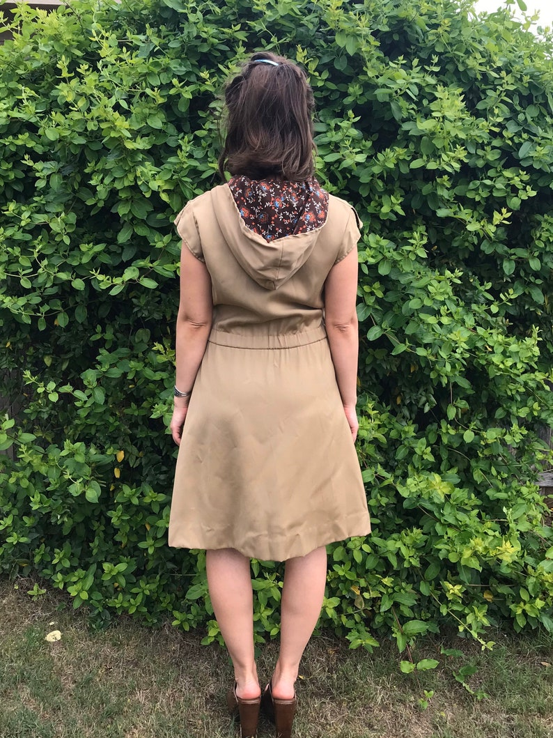 vintage 70s TAN zip up HOODED DRESS Medium toggle wood buttons floral print calico pockets disco dress 70s dress retro boho indie unique