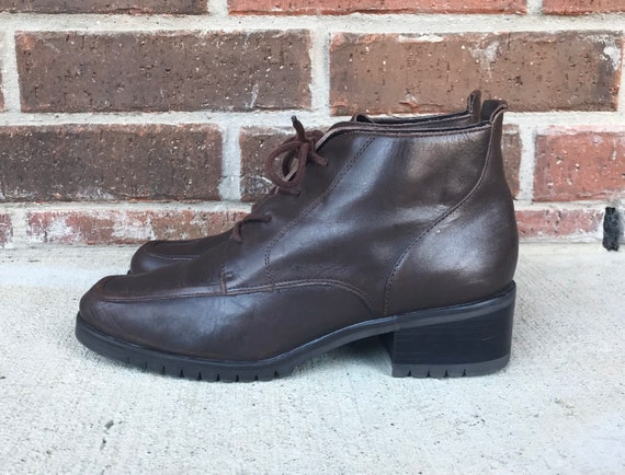 vintage 90s BROWN lace up ANKLE BOOTS 8 chunky gru