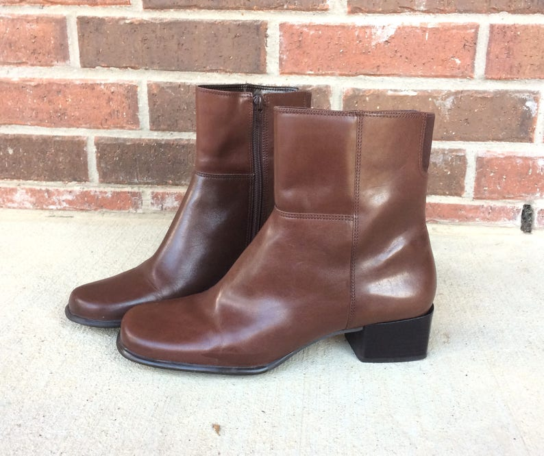 2f7b124813b8 Vintage 90s sleek brown LEATHER riding ANKLE BOOTS boho 9