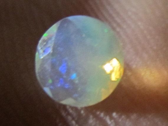 Opale Welo éthiopienne -.35 CT.  6 mm - - - Pierre créateur à facettes b3323f