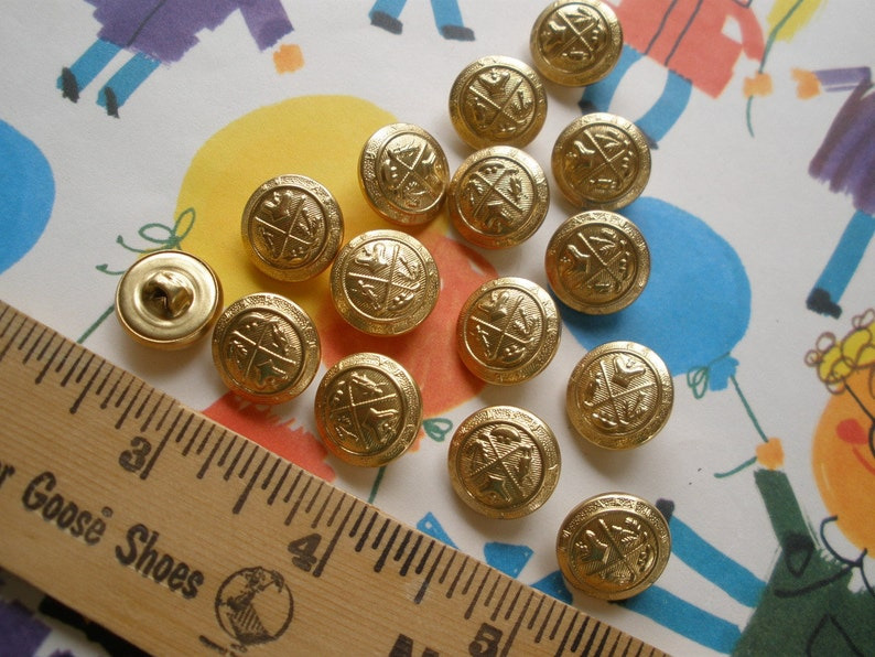 Lot of Cool Metal Buttons -15 GOLF KING Coat of Arms shank style buttons  size 24L (5/8