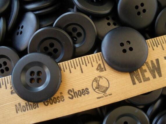 "100 MATTE BEIGE-BROWN IMITATION HORN CLASSIC BUTTON 15mm 5//8/"" 2hole"