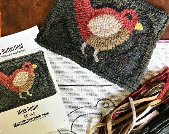 RUG HOOKING KIT - Miss Robin on Linen ~ Red ~