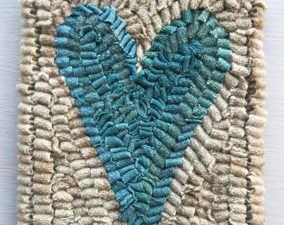 Primitive Folk Art Hooked Rug / Mat Old Heart Hit and Miss