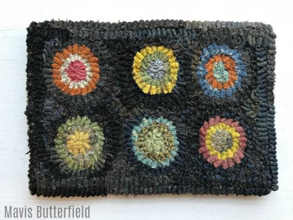 Primitive Folk Art Hooked Wool Penny Rug ~ Early Style