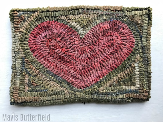 Primitive Folk Art Hooked Rug / Mat Red Old Valentine Heart
