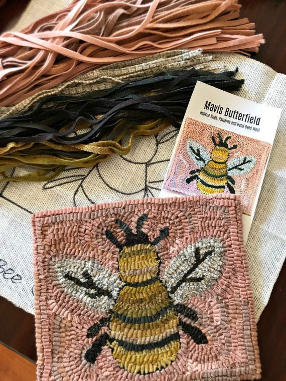 RUG HOOKING KIT - Busy Little Bee on Linen ~ Pink ~