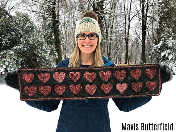 RUG HOOKING KIT -  Valentine Heart Table Runner on Linen
