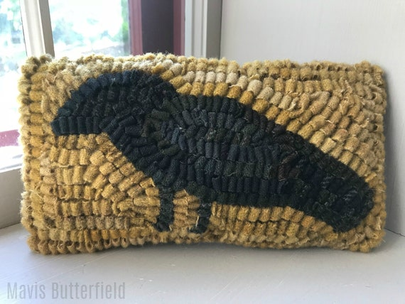 Primitive Wool Folk Art Hooked Rug Old Crow PILLOW ~ Early Style