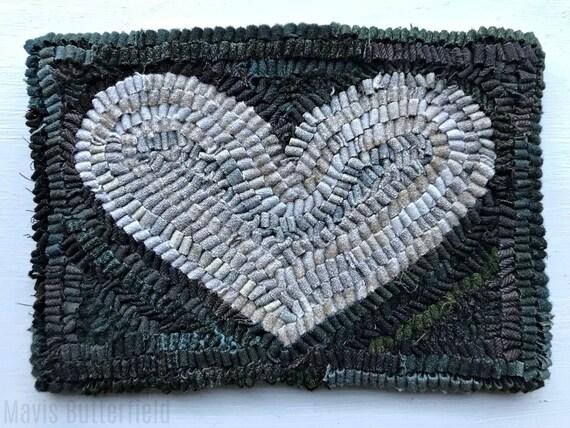 Primitive Folk Art Hooked Rug / Mat Grey Old Valentine Heart