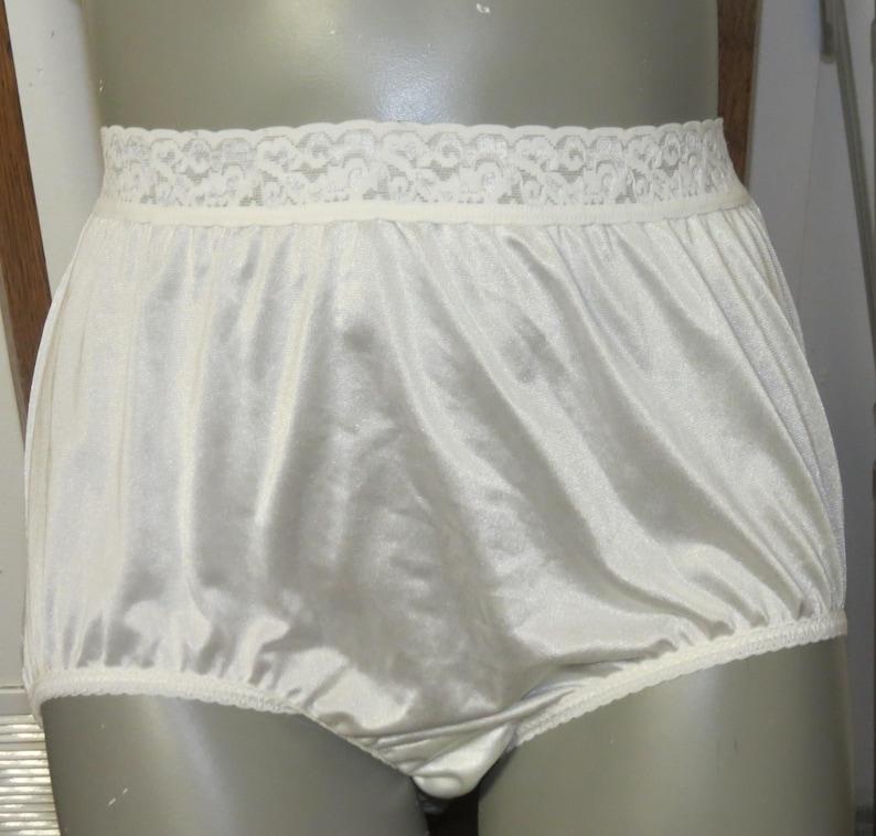 40c73abdc Vintage Nylon Panties Hanes Size 8 P 014