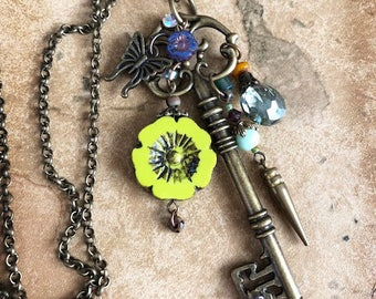CN06 CHARMED Necklace with KEY, Lime Flower