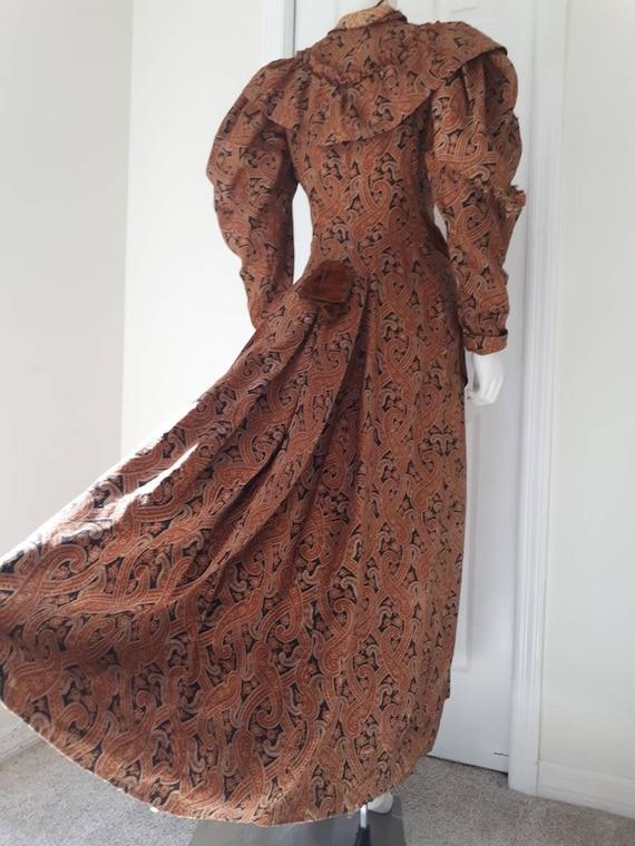 Antique Victorian 1890's Paisley Wrapper Dress Mu… - image 4