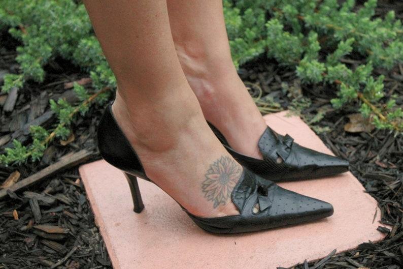 90f02aa1c2 Vintage BCBG Girls Black Leather High Heel Pumps Pointed Toe