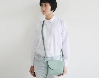 Minimalistische Schultertasche echt Leder Salbeigrün, kleine Schultertasche