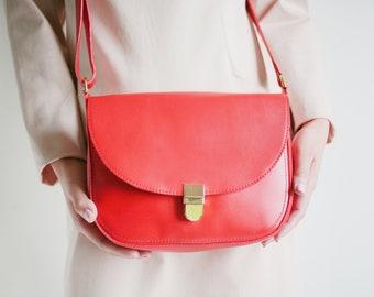 Satteltasche echt Leder Erdbeerrot mit Steckschnalle, Lederumhängetasche, Schultertasche