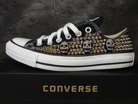 Chaussures Converse, Crânes Brand New Converse Low Top Shoes, Silver Studs, Rhinestone Skulls.