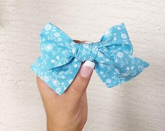 Vintage blue flora paisley pinwheel bow