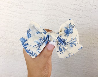 Cream floral pinwheel bow