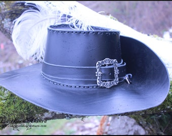 405634b0c13 Musketeer hat with two feather and a front buckle