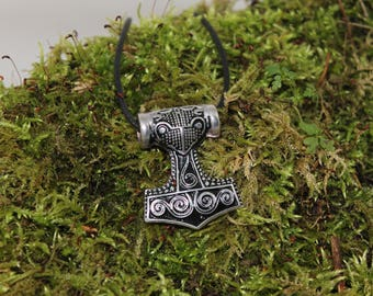 Great pendant hammer of thor, silver plated finish