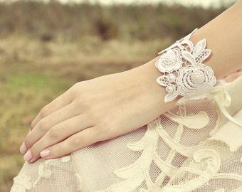 Bridal lace bracelet, Wedding lace bracelet, Venice lace bridal jewelry, ivory lace braclet
