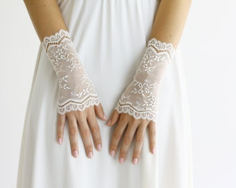 Ivory bridal gloves lace gloves cuffs wedding mittens  bridal fingerless gloves, fingerless bridal gloves