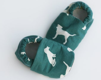 Dog Organic Cotton Baby Booties Boy or Girl Handmade Unisex Baby Booties. Toddler Slippers. Waldorf Soft Sole Baby Shoes. Dogs print. Doggie