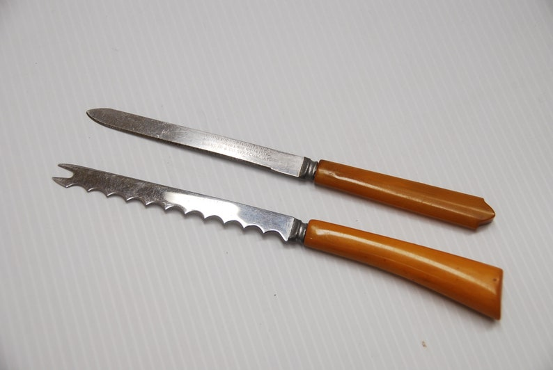 One With Patent from 1919-1922 UT0277  2 Bakelite Serrated Kitchen Knives